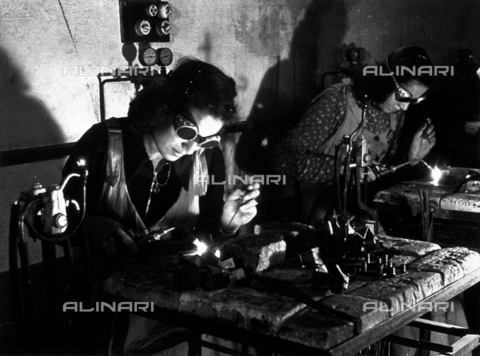VBA-S-012200-0169 - Snapshot of two welders in the caproni industry