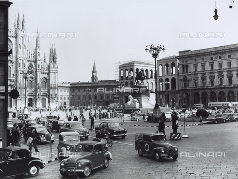 VBA-S-016703-0136 - Traffic Scene: View of Piazza Duomo, Milan