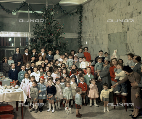 VBA-S-D00B10-0001 - Banca Nazionale del Lavoro:  party for the Epiphany for employees' children