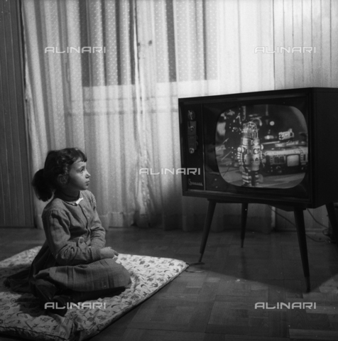VBA-S-F31640-0001 - Girl in front of a television looks at the Japanese toys advertising