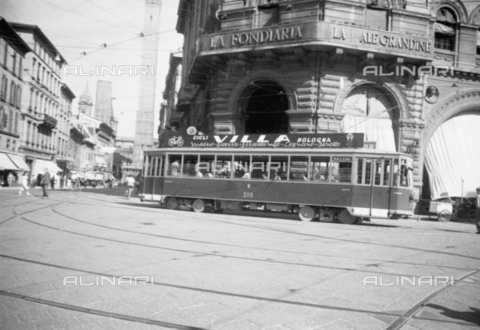 VBA-S-G22946-0045 - Cycles Villa Publicity on tram, Bologna
