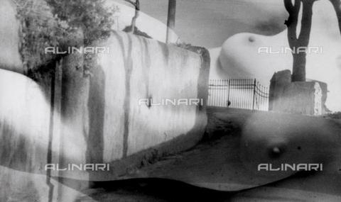 VZA-F-000241-0000 - Veduta di strada con sovraimpresso nudo femminile - Data dello scatto: 1950 ca. - Raccolte Museali Fratelli Alinari (RMFA)-archivio Vannucci Zauli, Firenze