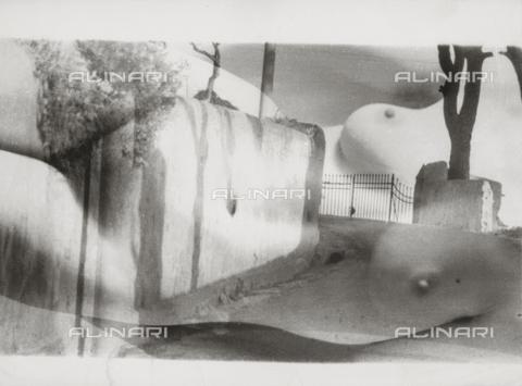 VZA-F-000250-0000 - Sovrapposizione di un nudo femminile su una foto di una strada - Data dello scatto: 1950 ca. - Raccolte Museali Fratelli Alinari (RMFA)-archivio Vannucci Zauli, Firenze