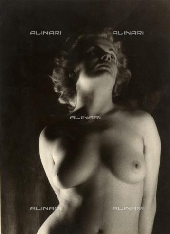 VZA-F-000279-0000 - Nudo femminile - Data dello scatto: 1950 ca. - Raccolte Museali Fratelli Alinari (RMFA)-archivio Vannucci Zauli, Firenze