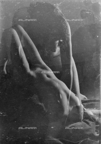 VZA-F-000342-0000 - Due nudi femminili - Data dello scatto: 1950 ca. - Raccolte Museali Fratelli Alinari (RMFA)-archivio Vannucci Zauli, Firenze