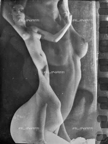 VZA-F-000424-0000 - Nudi femminili sovrapposti - Data dello scatto: 1950 ca. - Raccolte Museali Fratelli Alinari (RMFA)-archivio Vannucci Zauli, Firenze