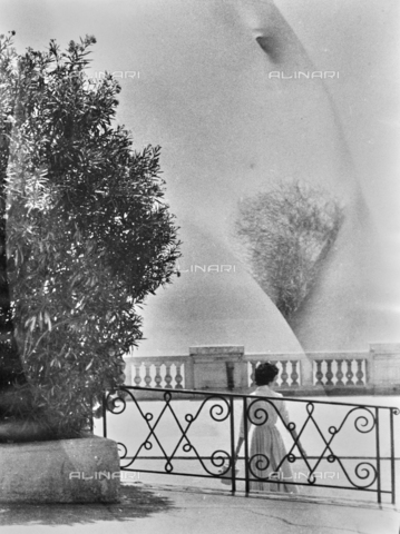 VZA-F-000429-0000 - Sovrapposizione di un nudo femminile su una foto con una terrazza - Data dello scatto: 1950 ca. - Raccolte Museali Fratelli Alinari (RMFA)-archivio Vannucci Zauli, Firenze