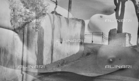 VZA-F-000482-0000 - Sovrapposizione di un nudo femminile su una foto di una strada - Data dello scatto: 1950 ca. - Raccolte Museali Fratelli Alinari (RMFA)-archivio Vannucci Zauli, Firenze