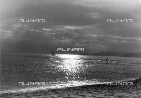 VZA-F-000514-0000 - Paesaggio marino a Forte dei Marmi, Versilia - Data dello scatto: 1955 - 1957 - Raccolte Museali Fratelli Alinari (RMFA)-archivio Vannucci Zauli, Firenze