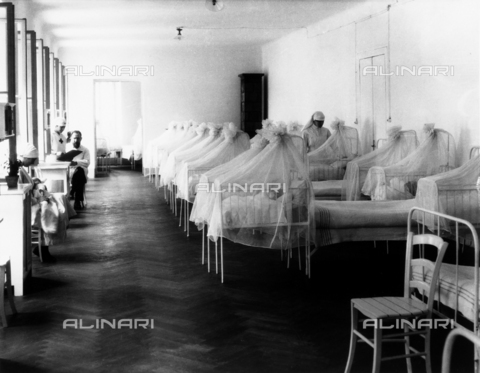 WCA-F-000540-0000 - Nursery with newborns and medical personnel