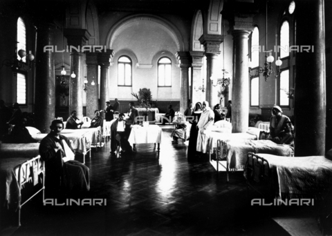 WCA-F-000595-0000 - Decorated salon at a hospital with war convalescents