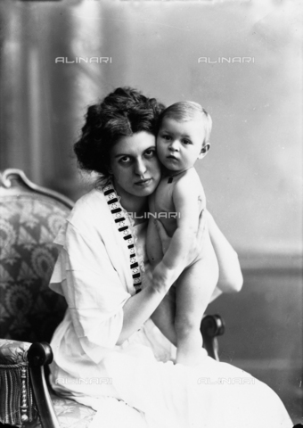 WCA-F-000828-0000 - Portrait of mother with her son