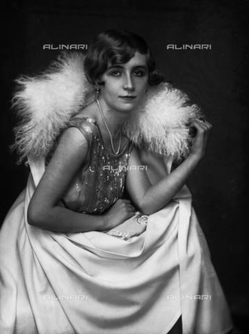 WCA-F-001062-0000 - Ritratto femminile - Data dello scatto: 1925 ca. - Raccolte Museali Fratelli Alinari (RMFA)-archivio Carlo Wulz, Firenze