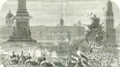 WHA-F-012801-0000 - Giuseppe Garibaldi (1807-1882) welcomed the crowd at Trafalgar Square in London during his visit to England in 1864, engraving - World History Archive/Alinari Archives