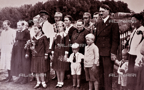 WHA-S-WHA041-0633 - Adolf Hitler 1889-1945. poses with a Bavarian, German family. German politician and the leader of the Nazi Party. He was chancellor of Germany from 1933 to 1945 and dictator of Nazi Germany from 1934 to 1945. - World History Archive/Archivi Alinari