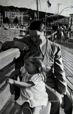 WHA-S-WHA041-0650 - Adolf Hitler on a day at the coast, accompanied by Helga daughter of Dr Josef Goebbels - World History Archive/Archivi Alinari