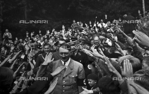 WHA-S-WHA041-0656 - Adolf Hitler 1889-1945. German politician and the leader of the Nazi Party with local supporters at Obersalzberg - World History Archive/Archivi Alinari