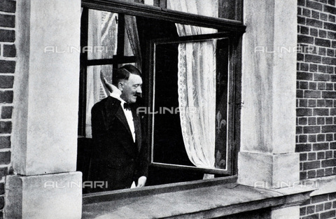 WHA-S-WHA041-0695 - Adolf Hitler 1889-1945. German politician at a window receiving the adulation of a crowd in Bayreuth - World History Archive/Archivi Alinari