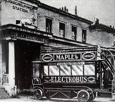 WHA-S-WHA107-0933 - An electric bus operated by the London Electrobus Company Limited - Data dello scatto: 1905-1907 - World History Archive/Alinari Archives