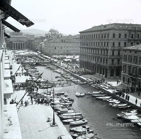 WMA-F-006814-0000 - The canal in Trieste and a stage in the removal of Bajley bridge