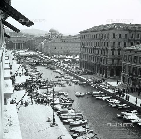 WMA-F-006814-0000 - Il canale a Trieste e una fase della rimozione del ponte Bajley