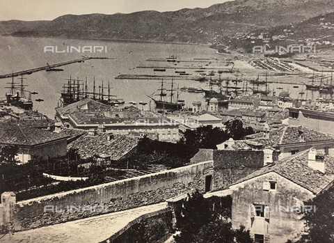WSA-F-000560-0000 - Panorama of Trieste from San Giusto hill. In the picture does not appear the General Stores - Data dello scatto: 1870-1880 - Archivi Alinari, Firenze