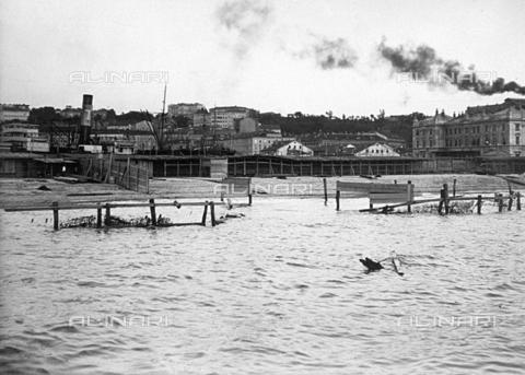 WSA-F-001383-0000 - Un tratto della spiaggia triestina dopo una mareggiata - Data dello scatto: 1911 - Raccolte Museali Fratelli Alinari (RMFA)-archivio Studio Wulz, Firenze