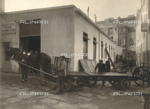 WSA-F-001417-0000 - Outside the workshop for steel constructions of John Casonel to Forneto near Borghetto Borbera - Data dello scatto: 03/1912 - Archivi Alinari, Firenze