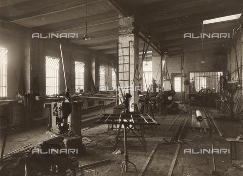 WSA-F-001420-0000 - Internal workshop for iron constructions of John Casonel to Forneto near Borghetto Borbera - Data dello scatto: 1912 ca. - Archivi Alinari, Firenze