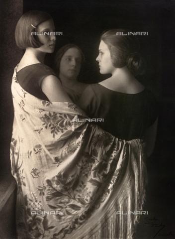 WSA-F-001476-0000 - Marion e Wanda Wulz con Bianca Baldussi