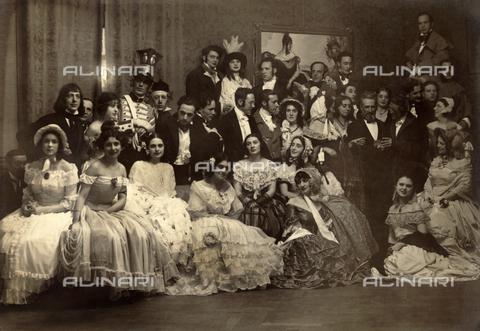 WSA-F-001505-0000 - Fotografia di gruppo presso il Circolo Artistico in occasione del Gran Ballo Romanticismo - Data dello scatto: 1926 - Raccolte Museali Fratelli Alinari (RMFA)-archivio Studio Wulz, Firenze