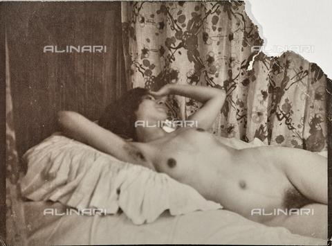 WSA-F-001516-0000 - Inside with female naked - Data dello scatto: 1930 ca. - Archivi Alinari, Firenze