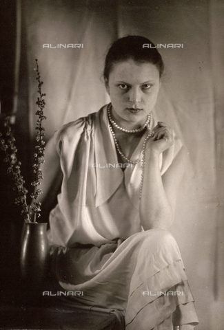 WSA-F-001575-0000 - Three-quarter-length portrait of Wanda Wulz
