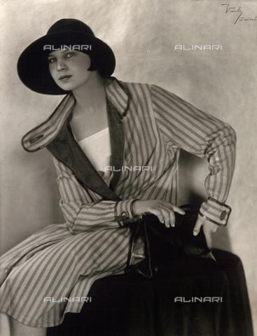 WSA-F-001635-0000 - Ritratto di Marion Wulz - Data dello scatto: 1927 - Raccolte Museali Fratelli Alinari (RMFA)-archivio Studio Wulz, Firenze