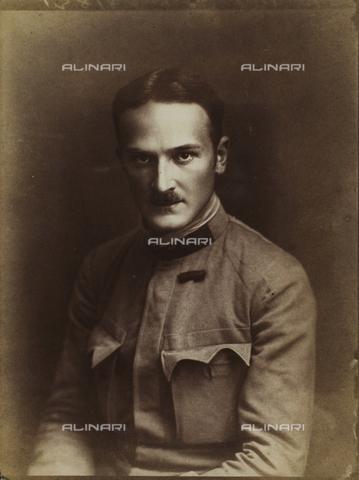 WSA-F-001690-0000 - Ritratto virile in uniforme - Data dello scatto: 1935 ca. - Raccolte Museali Fratelli Alinari (RMFA)-archivio Studio Wulz, Firenze