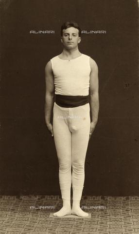 WSA-F-001743-0000 - Ritratto di un giovane atleta.