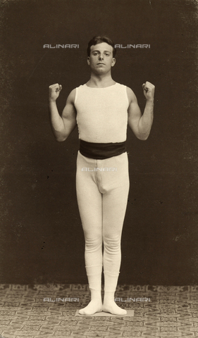 WSA-F-001745-0000 - Portrait of a young athlete before he performs an exercise