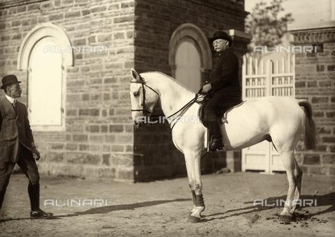 """WSA-F-001780-0000 - Ritratto a cavallo di Oscar Gentilomo, presidente del """"Credit"""". - Data dello scatto: 1912 - Raccolte Museali Fratelli Alinari (RMFA)-archivio Studio Wulz, Firenze"""