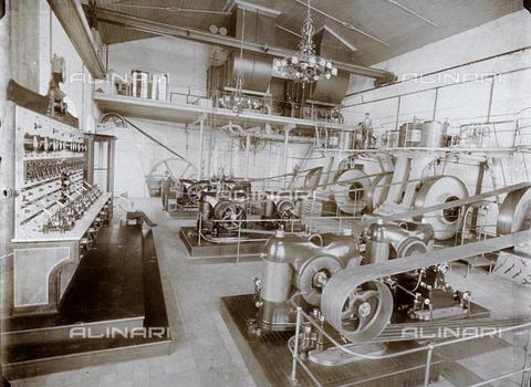 WSA-F-001932-0000 - L'immagine ritrae un ambiente dell'Officina Elettrica Comunale di Trieste. In primo piano alcuni macchinari - Data dello scatto: 1921 - Raccolte Museali Fratelli Alinari (RMFA)-archivio Studio Wulz, Firenze