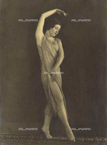 WSA-F-002148-0000 - Young ballet dancer portrayed while dancing - Data dello scatto: 1925 -1930 ca. - Archivi Alinari, Firenze
