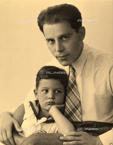 WSA-F-002170-0000 - Ritratto dell'avvocato Giovanni Kezich insieme al figlio Tullio. - Data dello scatto: 1930 ca. - Archivi Alinari, Firenze