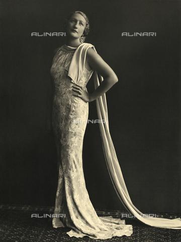 WSA-F-002419-0000 - Portrait of a woman in evening dress - Data dello scatto: 1938 ca. - Archivi Alinari, Firenze