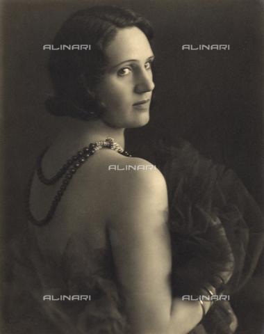 WSA-F-002511-0000 - Female portrait - Data dello scatto: 1930-1940 - Archivi Alinari, Firenze