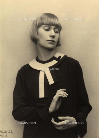 WSA-F-002537-0000 - Portrait of a woman - Data dello scatto: 1960 - 1969 - Archivi Alinari, Firenze