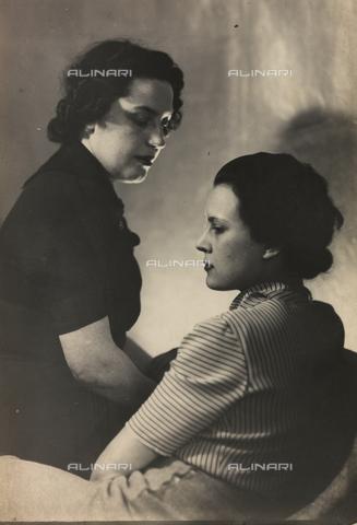 WSA-F-003442-0000 - Ritratto di Wanda Wulz con Anita Pittoni - Data dello scatto: 1930 ca. - Archivi Alinari, Firenze
