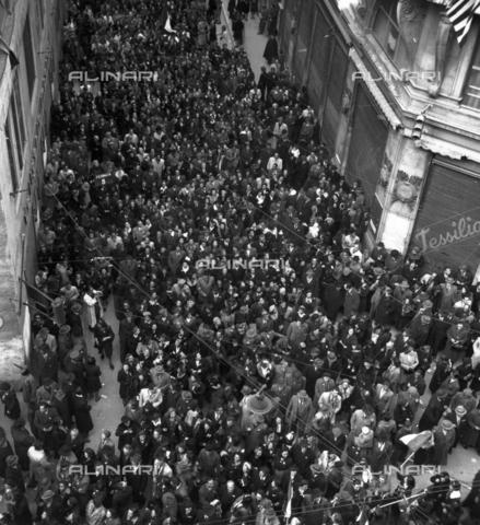WSA-F-003681-0000 - Grande manifestazione italiana autorizzata a Trieste - Data dello scatto: 27/03/1946 - Archivi Alinari, Firenze