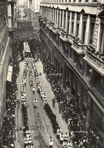 WSA-F-003684-0000 - First procession after the war in Dante Street in Trieste - Data dello scatto: 20/06/1946 - Archivi Alinari, Firenze
