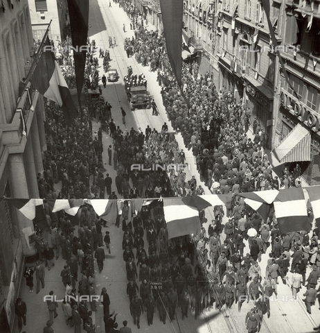 WSA-F-003701-0000 - Partisans and yugoslav gymnasts during an authorized demonstration in Trieste - Data dello scatto: 01/05/1946 - Archivi Alinari, Firenze