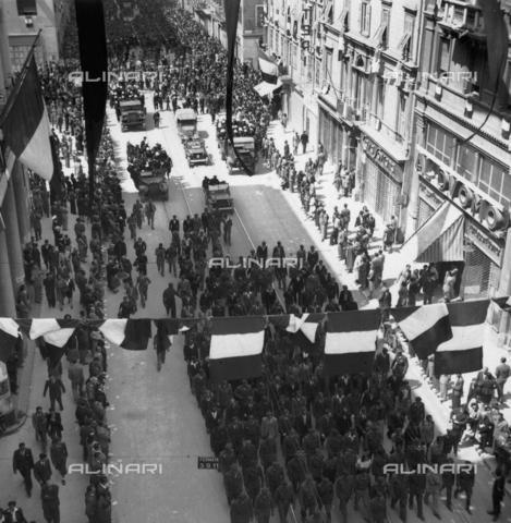 WSA-F-003732-0000 - End of the yugoslav demonstration with italian crowd booing in the background in Trieste - Data dello scatto: 01/05/1946 - Archivi Alinari, Firenze