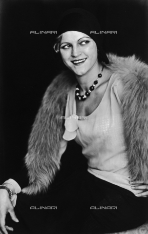 WSA-F-004572-0000 - Portrait of a lady with fur collar - Data dello scatto: 1920 -1930 - Archivi Alinari, Firenze